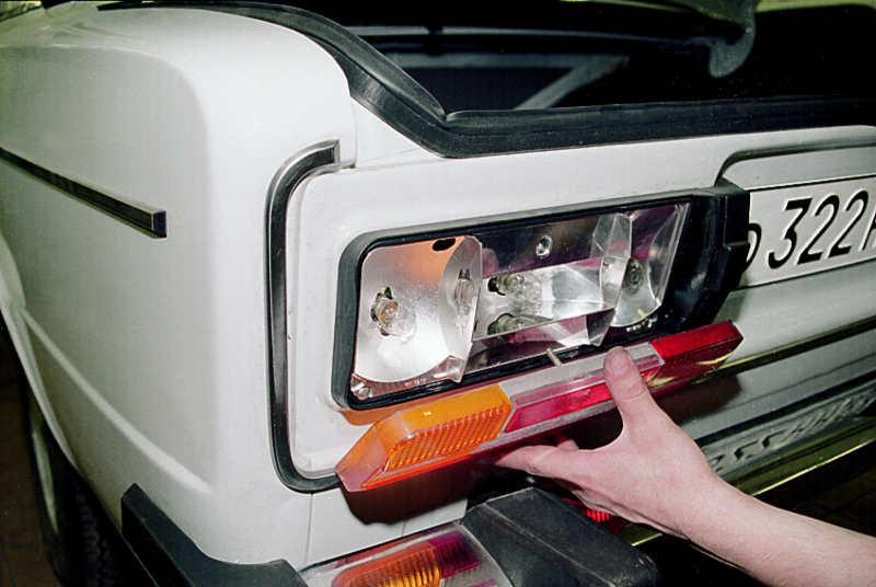 Замена лампочки в задних габаритах